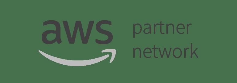 Amazon Web Services em preto e branco